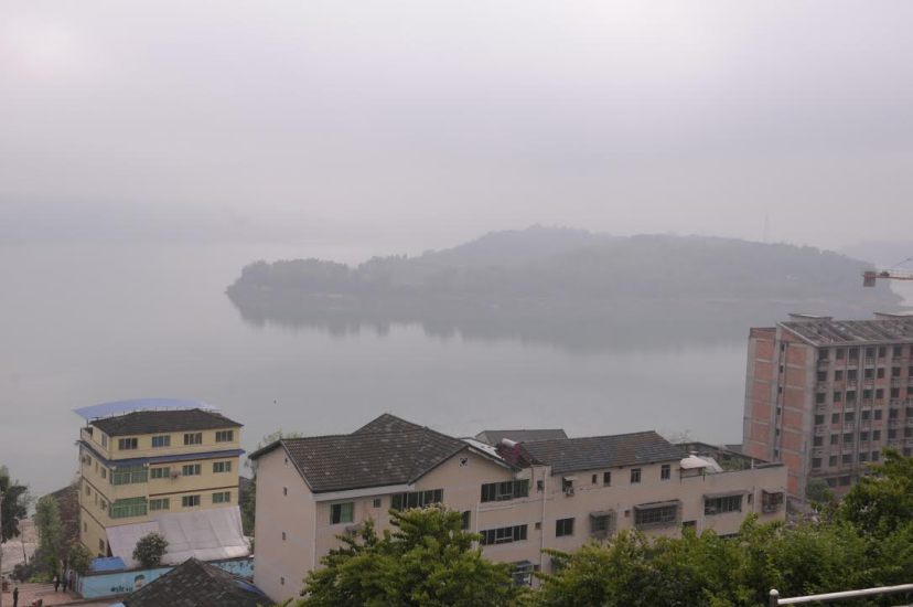 A look at Huanghua Island and Lanniwan area from Shunxichang Town in Zhongxian County, by Fan Xiao, March 2012.
