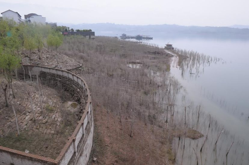 The reservoir area's drawdown zone in Shibaozhai in Zhongxian County, by Fan Xiao, March 2012.