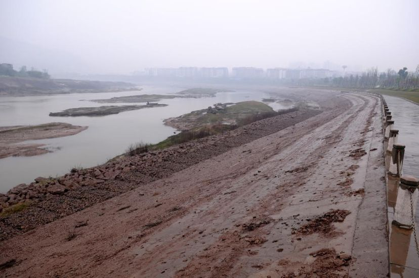 The reservoir area's drawdown zone along the shore of the Pengxi River in Kaixian County, by Fan Xiao, March 2012.