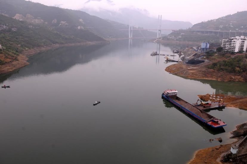 Dark green water in the river mouth of Meixi River (a tributary of the Yangtze) in Fengjie County, by Fan Xiao, March 2012.