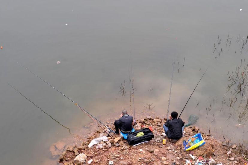 Local fishing enthusiasts are still fishing in Wushan Port (where the Daning River joins the Yangtze) despite seriously polluted water, by Fan Xiao, March 2012.