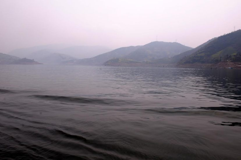 The reservoir bay between Longmen Gorge and Bawu Gorge in the Lesser Three Gorges on the Daning River, by Fan Xiao, March 2012.