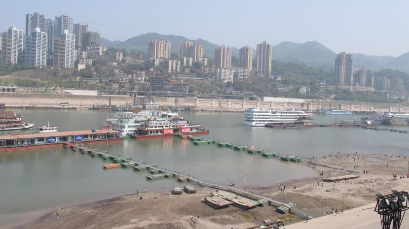 A look at the foreshore sediment along the north bank of the Yangtze (the other side is Chaotianmen Port district), by Fan Xiao, March 2013.